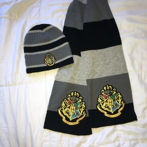 Harry Potter scarf and beanie